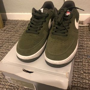 Af1 green suede sz 9.5 9/10 with box